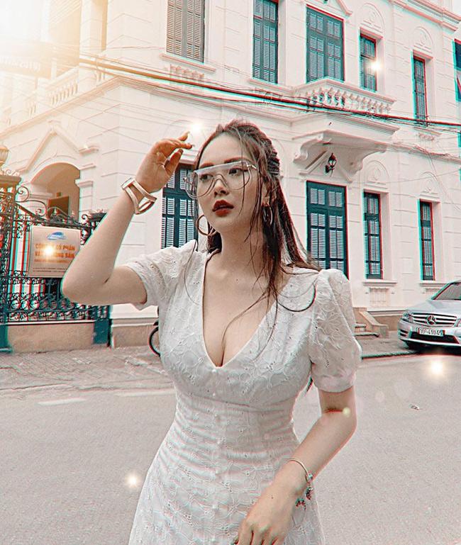 Em họ Hương Tràm khoe dáng nõn nà trong loạt ảnh bikini nóng rẫy - Hình 10