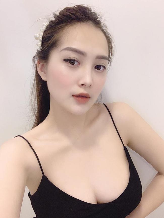 Em họ Hương Tràm khoe dáng nõn nà trong loạt ảnh bikini nóng rẫy - Hình 2