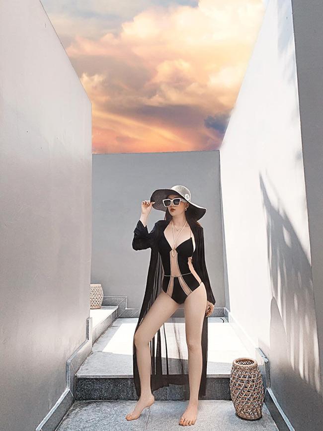 Em họ Hương Tràm khoe dáng nõn nà trong loạt ảnh bikini nóng rẫy - Hình 12