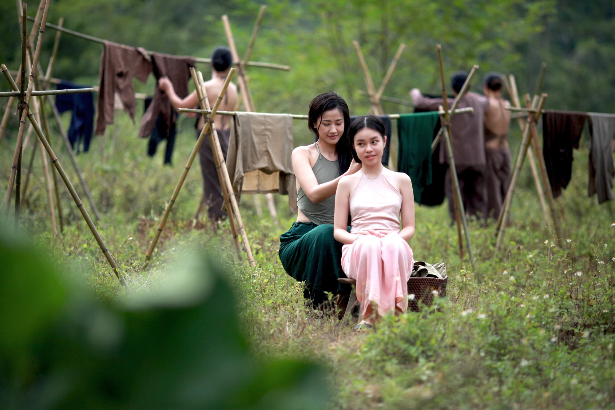 Gây tranh cãi vì cảnh nóng của diễn viên chưa đủ tuổi, báo chí nước ngoài nhận xét gì về Vợ Ba? - Hình 4