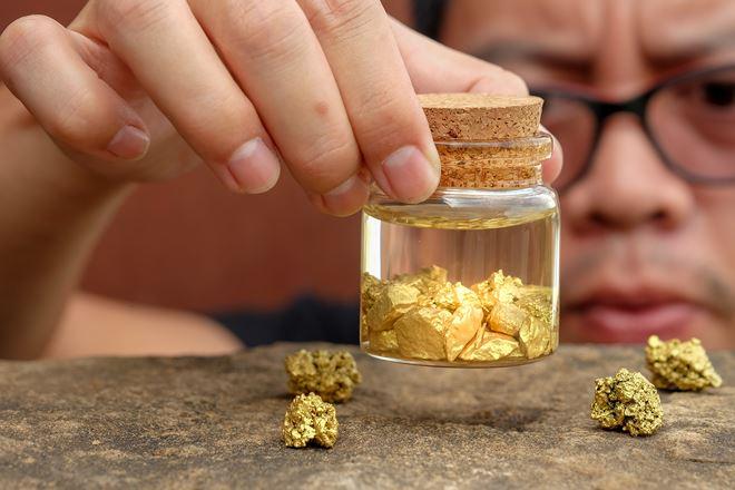 Giá vàng hôm nay ngày 18/5: Trong nước giảm thêm 50.000 đồng/lượng - Hình 1