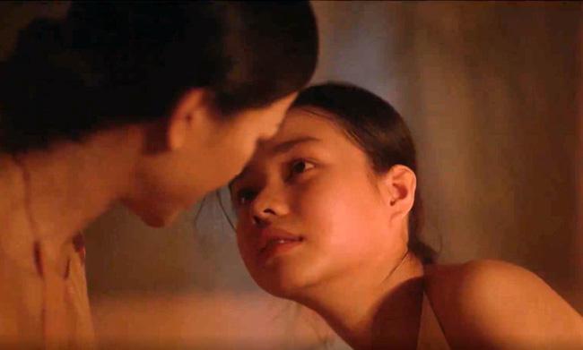 Giữa tâm bão chỉ trích Vợ Ba vì cảnh 18 , diễn viên 15 tuổi lại vô tư trả lời hớ hênh thế này - Hình 5