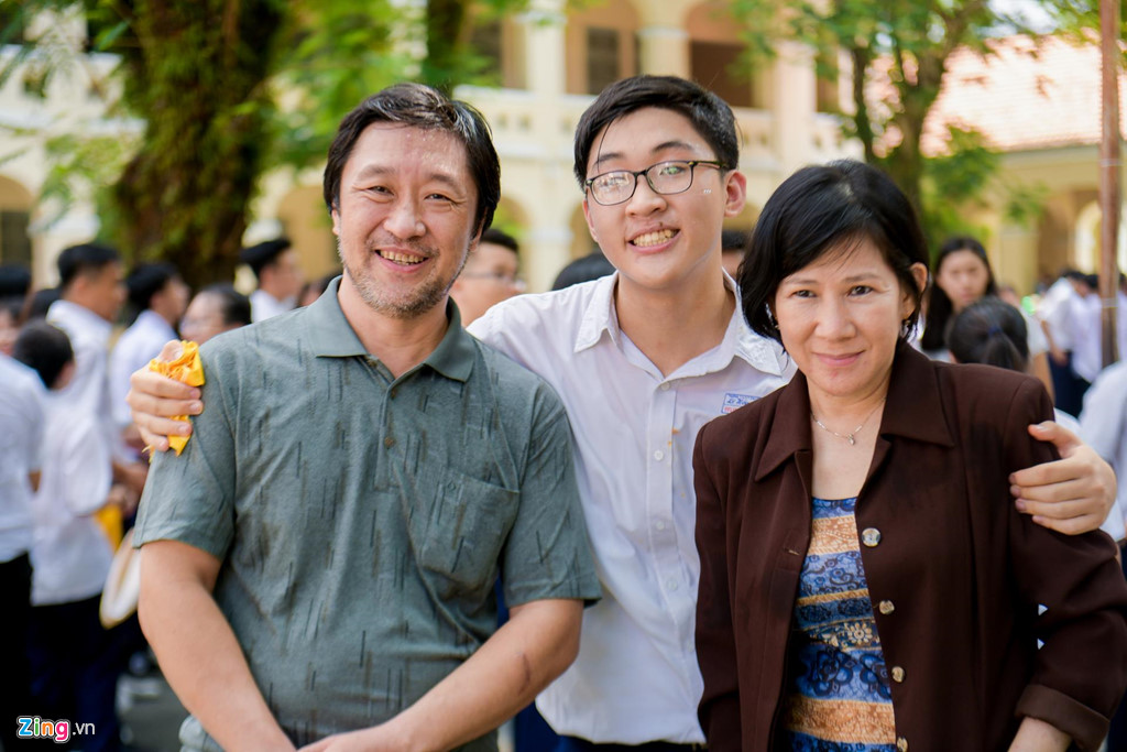 Học sinh Lê Hồng Phong khóc nức nở trong ngày chia tay tuổi học trò - Hình 13