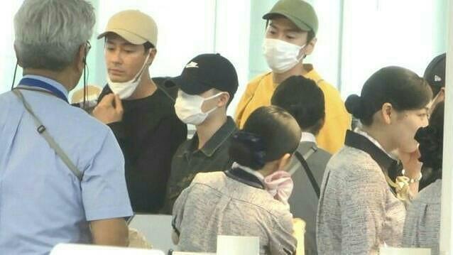 Hội bạn tài tử sang Nhật du lịch: Lee Kwang Soo ân cần bảo vệ D.O., Kim Woo Bin nổi bần bật bên Jo In Sung - Hình 5