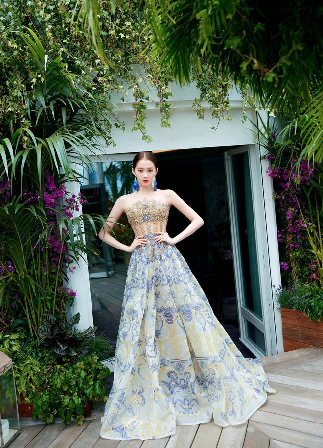 Không có Phạm Băng Băng, đây là nữ thần Trung Quốc đẹp nao lòng, gây bão với truyền thông quốc tế tại Cannes - Hình 9