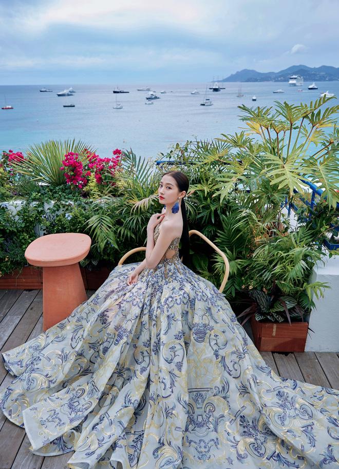 Không có Phạm Băng Băng, đây là nữ thần Trung Quốc đẹp nao lòng, gây bão với truyền thông quốc tế tại Cannes - Hình 10