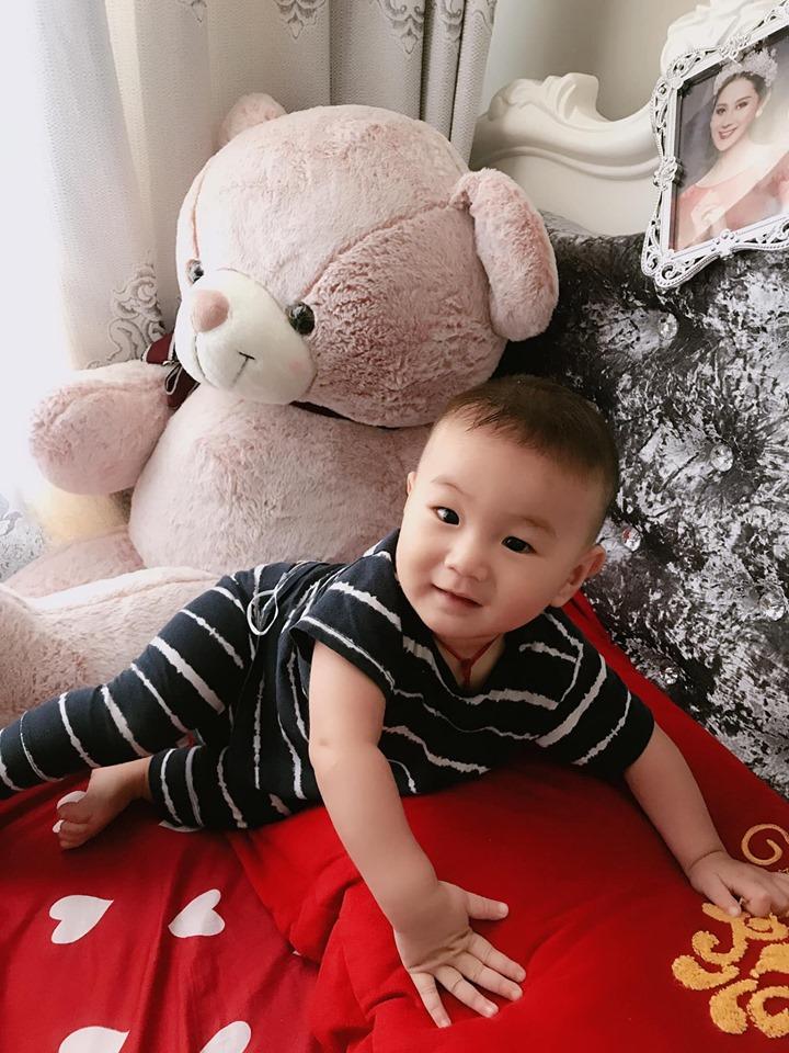 Lâm Khánh Chi khoe ảnh con trai cưng, gây bất ngờ vì nhan sắc - Hình 2