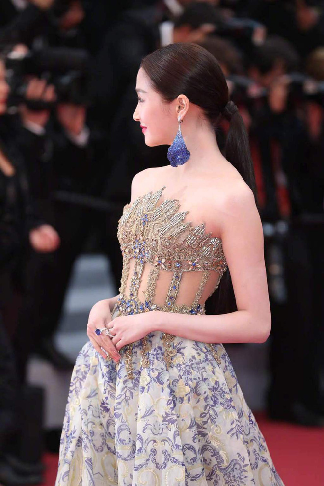 Ngày 4 Cannes: Bella Hadid diễn sâu hết cỡ bên Hoa hậu Thế giới trội nhất thảm đỏ, Thánh lố hoa lá hẹ xuất hiện - Hình 35