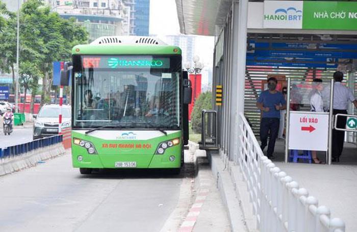 Người Hà Nội có thể trả tiền vé xe buýt qua thẻ ngân hàng - Hình 1