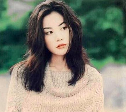 Nhìn lại loạt ảnh cũ của Vương Phi, netizen nhận xét: Trương Bá Chi dù xinh đẹp đến mấy cũng chẳng bao giờ có được khí chất này - Hình 1