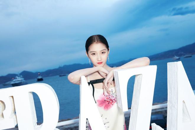 Sự kiện bên lề Cannes: Ming Xi - Sui He cạnh tranh sắc vóc khốc liệt, Lưu Đào - Quan Hiểu Đồng chẳng chịu lép vế - Hình 21