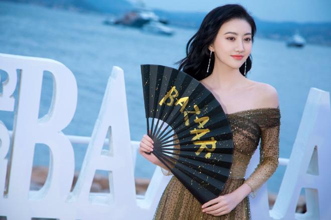 Sự kiện bên lề Cannes: Ming Xi - Sui He cạnh tranh sắc vóc khốc liệt, Lưu Đào - Quan Hiểu Đồng chẳng chịu lép vế - Hình 24