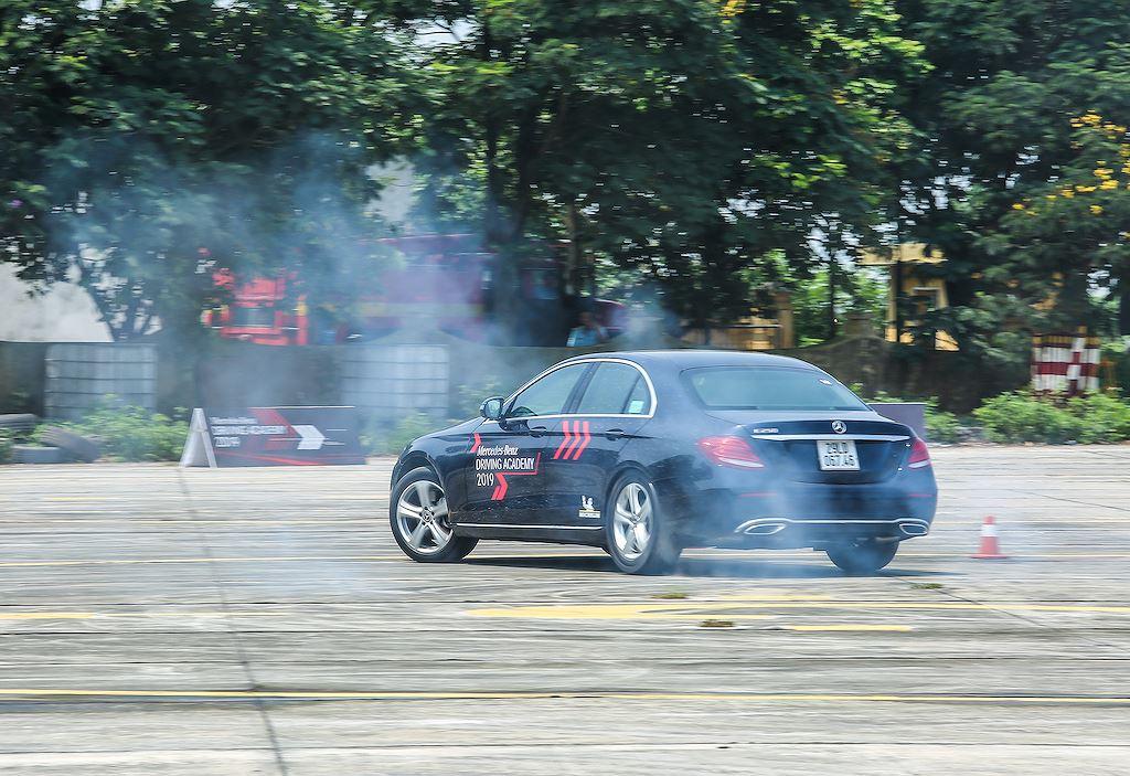 Tới Mercedes-Benz Driving Academy 2019, phải thử bài tập chưa từng có này! - Hình 14