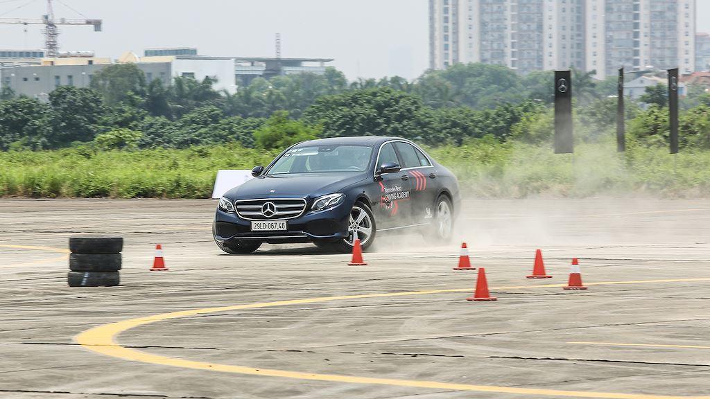 Tới Mercedes-Benz Driving Academy 2019, phải thử bài tập chưa từng có này! - Hình 7