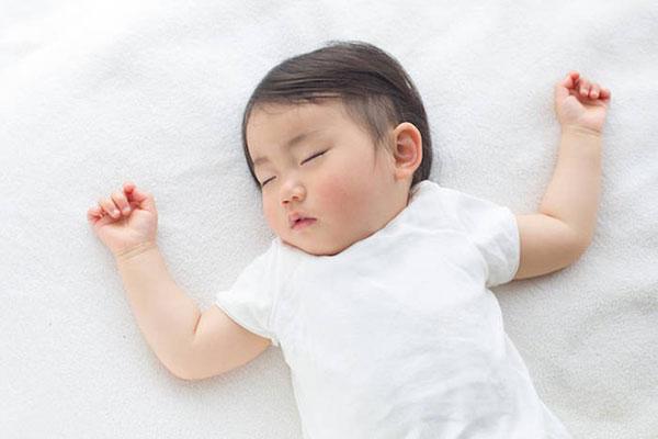 Tư thế nằm ngủ của trẻ sơ sinh nào tốt nhất? - Hình 1