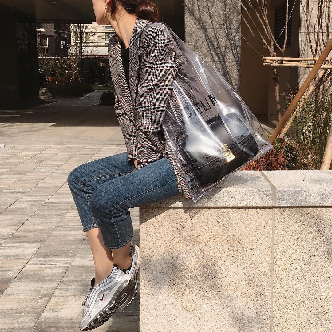 Túi trong suốt - kiểu túi xách độc đáo dành riêng cho thời tiết nắng mưa bất chợt của mùa hè - Hình 7