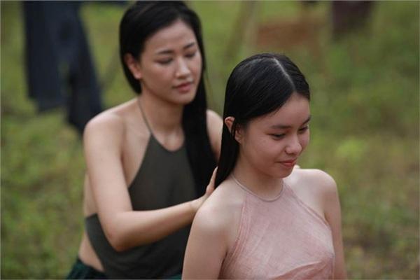 Vợ Ba: Mẹ của thiếu nữ 15 tuổi nói gì khi để con gái quay cảnh nóng, lộ ngực trong đêm tân hôn? - Hình 2