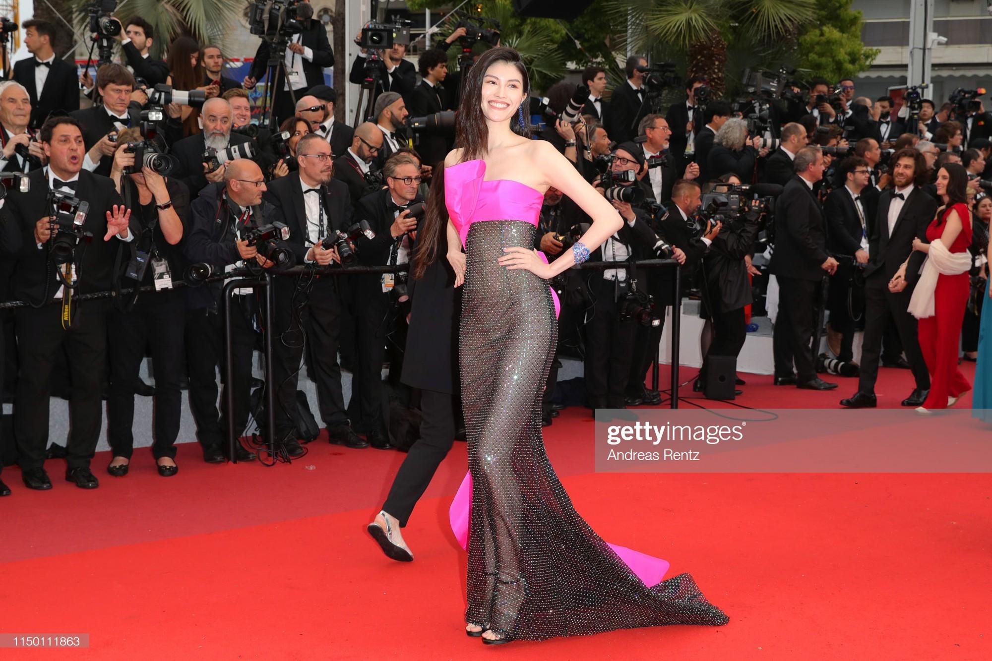 2 thái cực của 2 chân dài Victorias Secret Trung Quốc tại Cannes: Ming Xi như công chúa, Sui He phô phang đến bức người - Hình 12