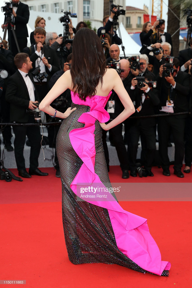 2 thái cực của 2 chân dài Victorias Secret Trung Quốc tại Cannes: Ming Xi như công chúa, Sui He phô phang đến bức người - Hình 9