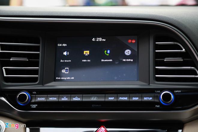 Cận cảnh Hyundai Elantra 2019 - đổi ngoại hình, tăng giá bán - Hình 12