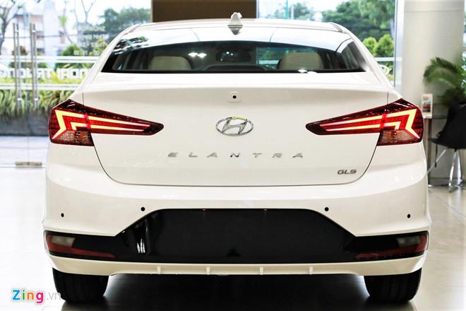 Cận cảnh Hyundai Elantra 2019 - đổi ngoại hình, tăng giá bán - Hình 4