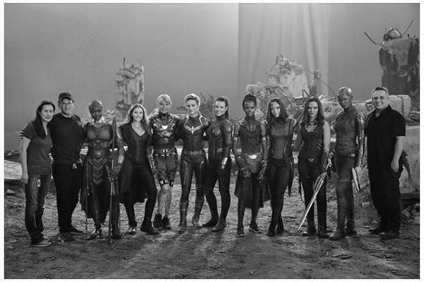 Dàn nữ siêu anh hùng của Marvel xuất hiện đông đủ trong bức hình hậu trường Avengers: Endgame - Hình 1