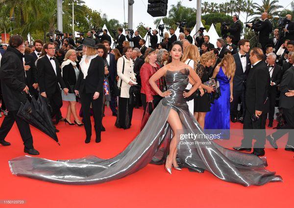 Đến thảm đỏ Cannes 2019 còn sở hữu những thảm họa tạo dáng lố lăng phản cảm - Hình 13