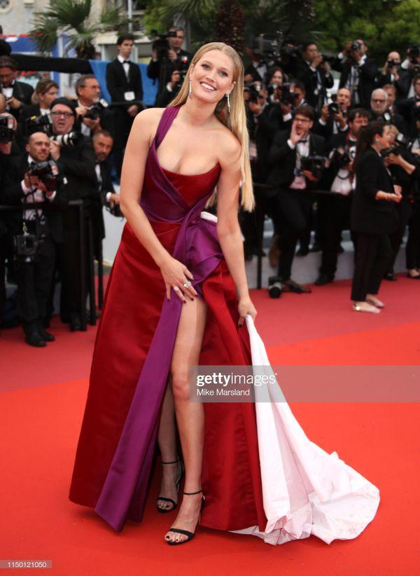 Đến thảm đỏ Cannes 2019 còn sở hữu những thảm họa tạo dáng lố lăng phản cảm - Hình 11