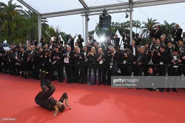 Đến thảm đỏ Cannes 2019 còn sở hữu những thảm họa tạo dáng lố lăng phản cảm - Hình 7