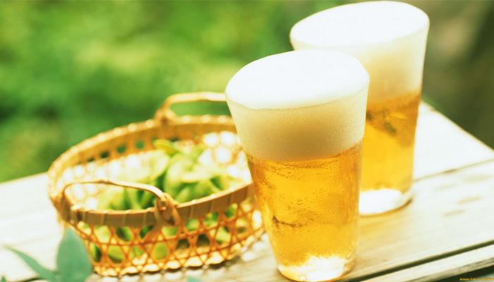 Dùng bia để gội đầu ai cũng tưởng bị dở, nhưng sau một tuần cả nhà đều tròn mắt vì điều bất ngờ - Hình 1