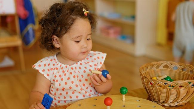 Giáo viên Montessori gợi ý số lượng đồ chơi mà 1 đứa trẻ thực sự cần, mẹ tránh mua quá nhiều gây lãng phí - Hình 2