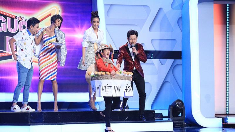 Hoa hậu H Hen thị phạm cú xoay váy thương hiệu cho Việt Hương - Hình 2