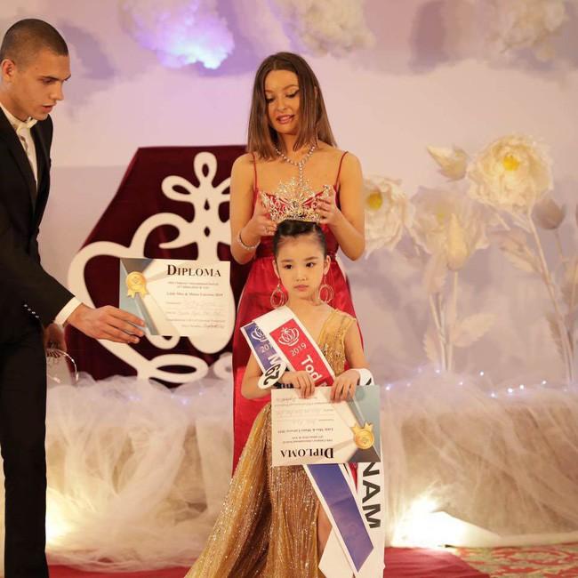Hoa hậu Hoàn vũ nhí 2019 Bảo Anh sau đăng quang: Cô Phạm Hương đã truyền cảm hứng để đi thi từ năm 3 tuổi - Hình 1