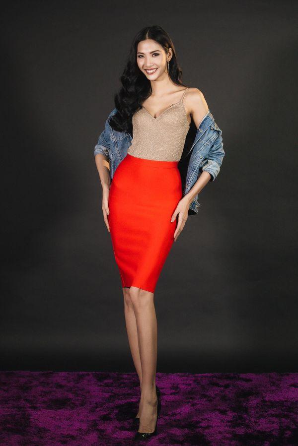 Hoàng Thùy - nữ hoàng thống trị váy áo 2 dây của làng thời trang Việt - Hình 6