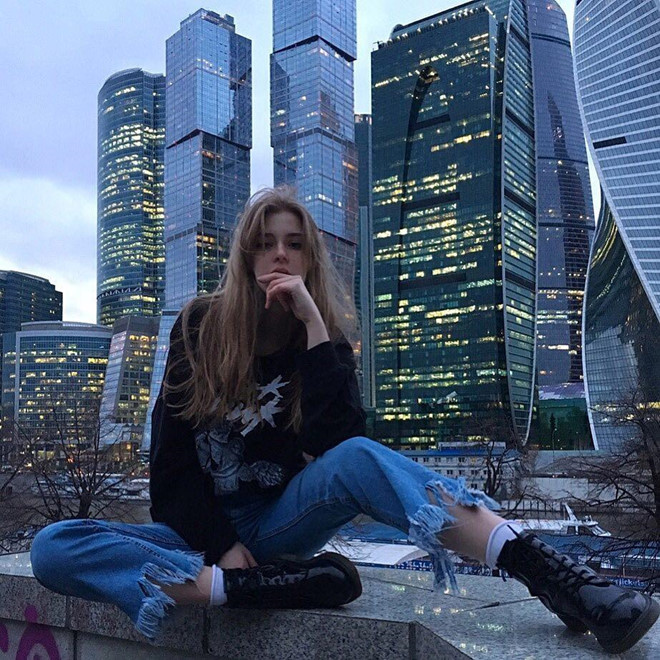 Hot girl Nga được dân mạng gọi là công chúa lạnh lùng - Hình 2
