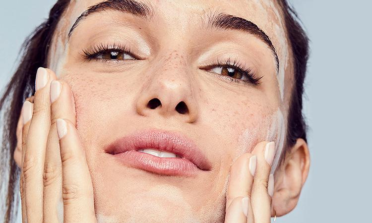 Làn da của bạn có đang bị tổn thương vì làm sạch sai cách? - Hình 1