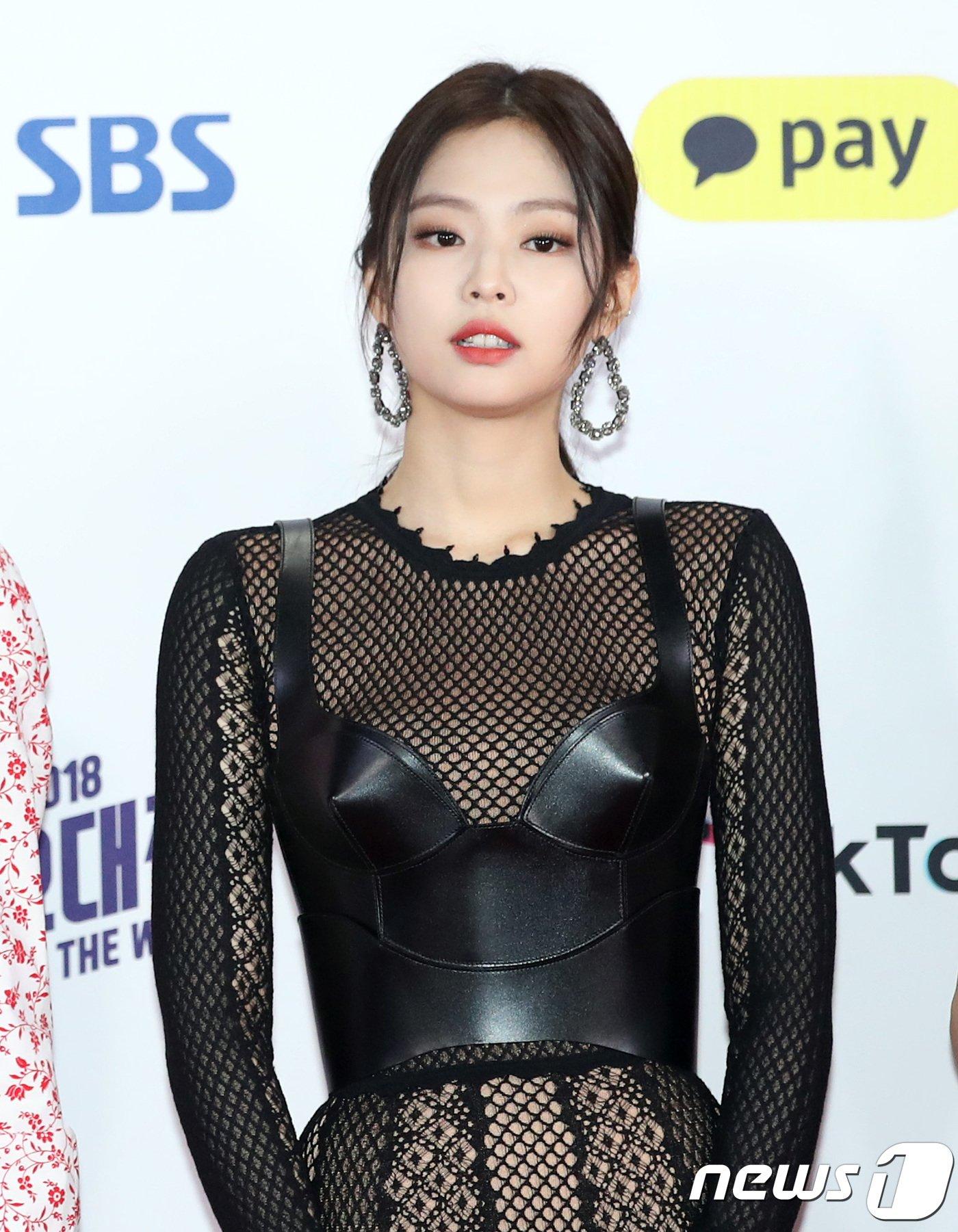 Muôn kiểu lên đồ vừa đẹp vừa sang khiến bao người thèm khát như Jennie (BlackPink) - Hình 4