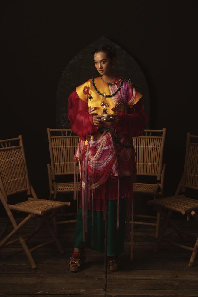 Ngắm trọn bộ ảnh Cám ma mị của NTK Thủy Nguyễn - Hình 6
