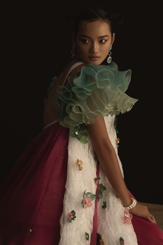 Ngắm trọn bộ ảnh Cám ma mị của NTK Thủy Nguyễn - Hình 10