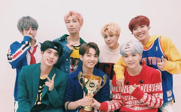 Ngưng quảng bá, BTS vẫn tự phá kỷ lục bản thân với chiến thắng thứ 13 của ca khúc Boy With Luv - Hình 2
