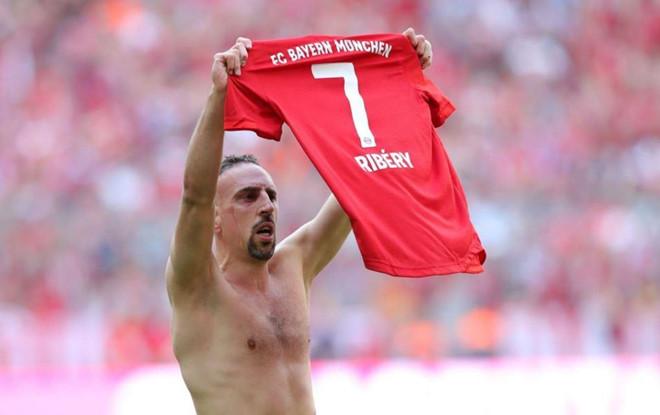 Robben và Ribery khóc trong lần cuối khoác áo Bayern Munich - Hình 8
