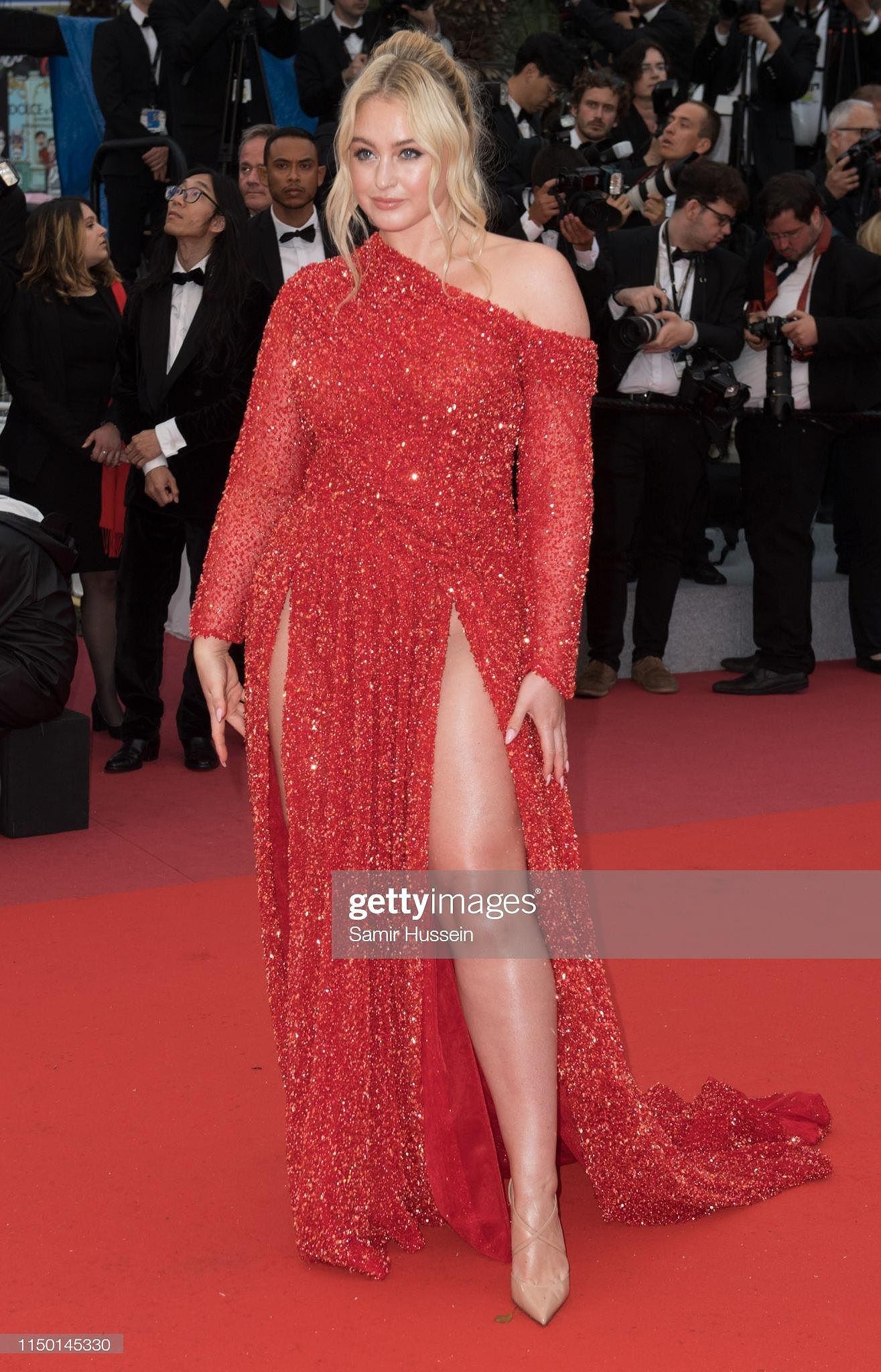 Siêu mẫu đồ nhỏ mặc như không, dàn nam vũ công quằn quại trên thảm đỏ Cannes - Hình 23