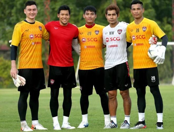 Thủ môn số một Thái Lan tập cùng Văn Lâm trước ngày đấu tuyển Việt Nam - Hình 1