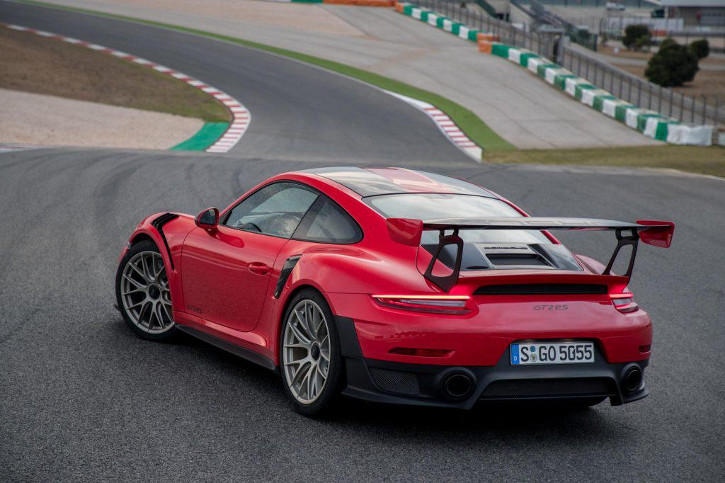 Vì sao lại có nhiều siêu xe Porsche 911 GT2 RS được rao bán đến vậy? - Hình 1