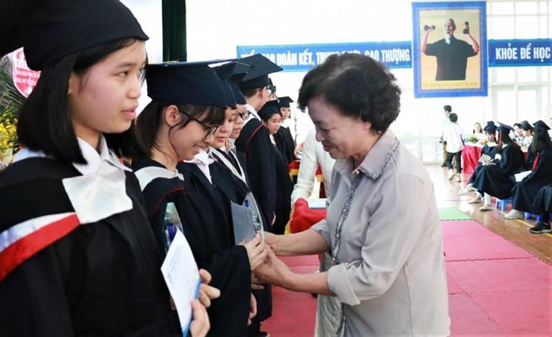 Vinh danh học sinh có thành tích đặc biệt trong các cuộc thi - Hình 1