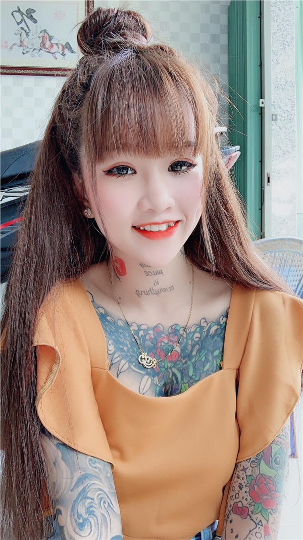 Xăm hình kín người, cô gái 10X An Giang bị nhầm là 'đồ hư hỏng' - Hình 1