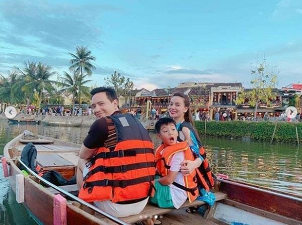 Loạt ảnh bikini gợi cảm của Hồ Ngọc Hà khi đi du lịch cùng Kim Lý - Hình 2