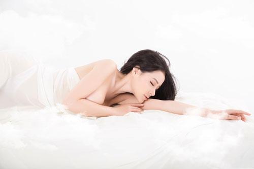 Ngắm vòng 1 quá khổ của 'thánh nữ ngực đẹp' - Hình 10