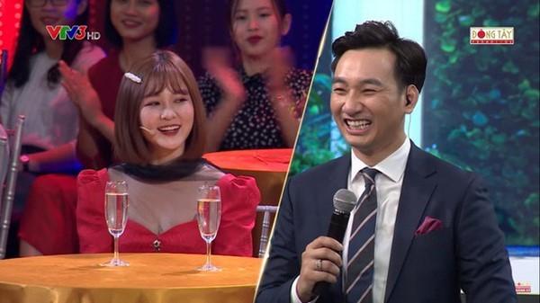 Xôn xao clip Trâm Anh thích thú khi được hôn vào tai trên sóng truyền hình sau scandal - Hình 5