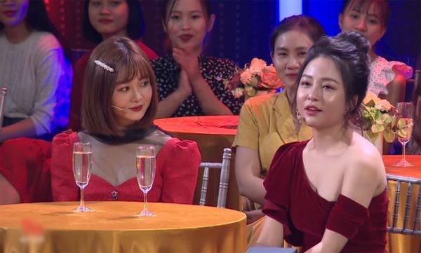 Xôn xao clip Trâm Anh thích thú khi được hôn vào tai trên sóng truyền hình sau scandal - Hình 3